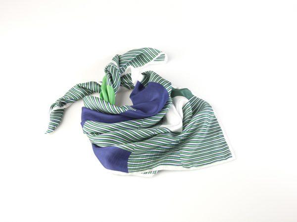 como llevar un pañuelo de seda