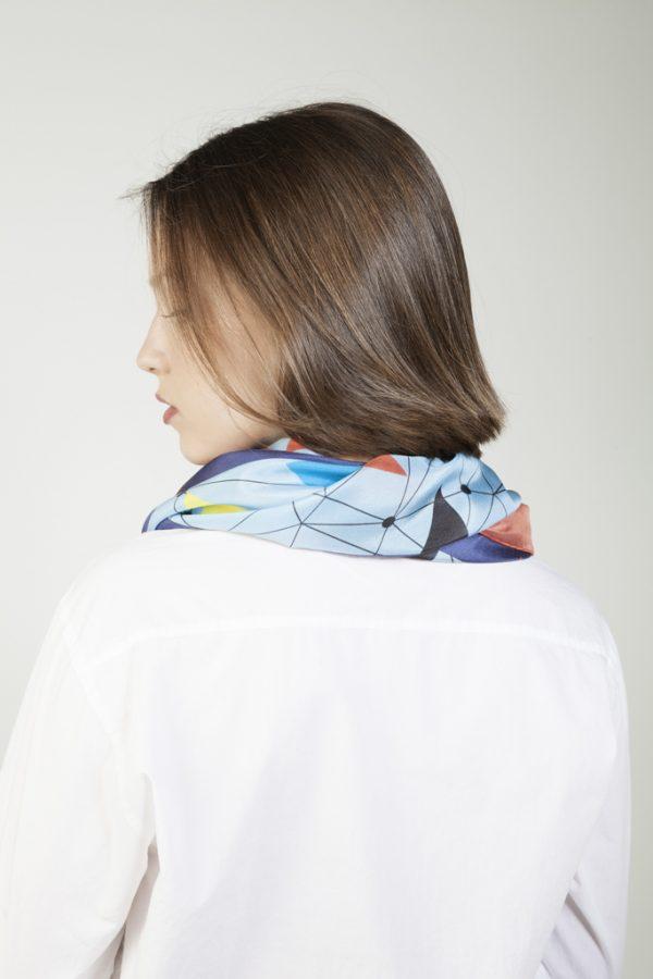 lucir una pañuelo de seda elegante