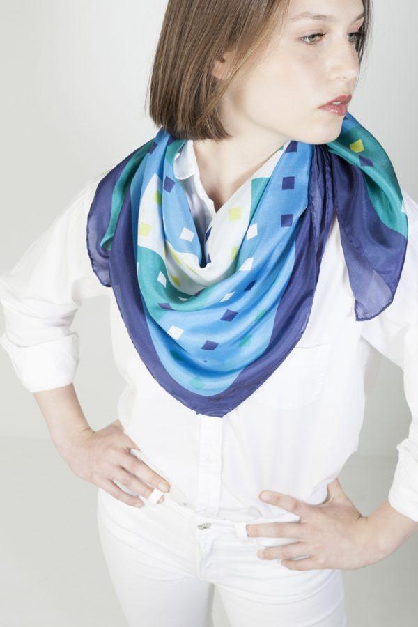 azulejos sobre pañuelo grande de twill de seda