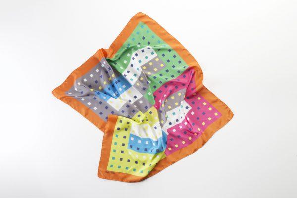 pañuelo mediano en twill de seda elegante
