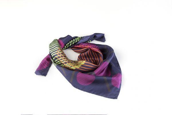 pañuelo de seda de edicion limitada en azul