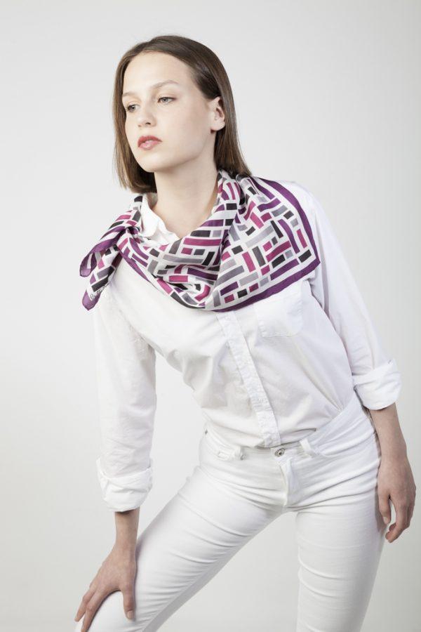 pañuelo de seda en tonos purpura
