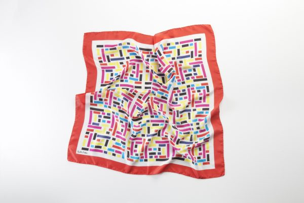 diseño de colores sobre panuelo seda