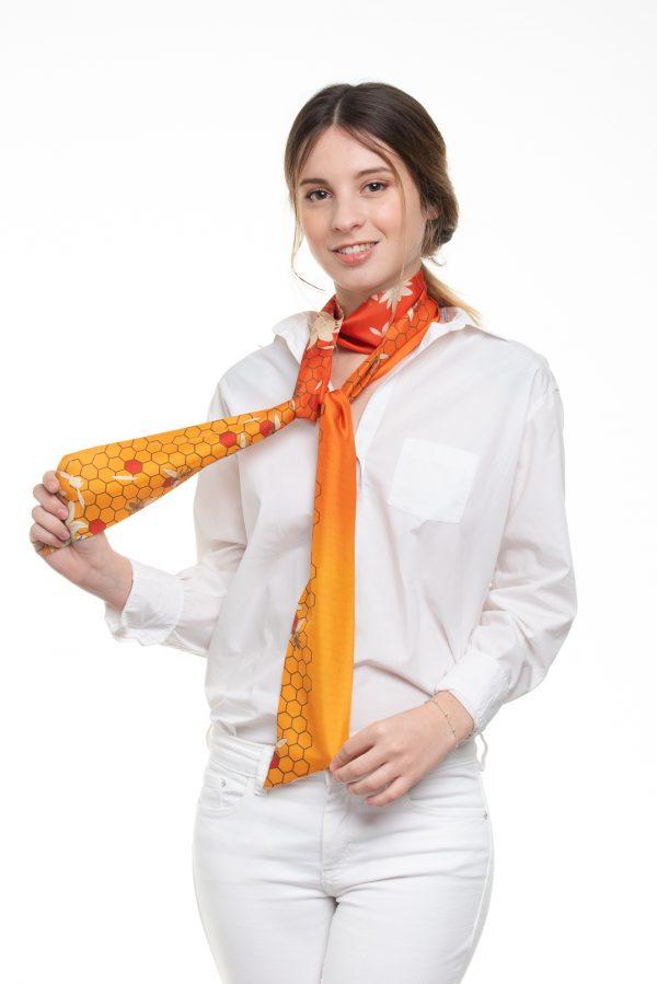 original y enérgico accesorio de seda