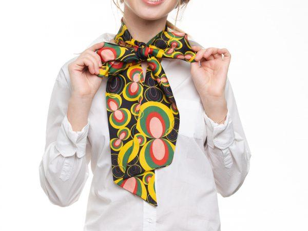 accesorio de seda con estilo y atemporal