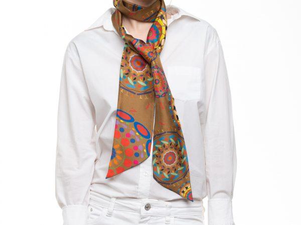 accesorio de seda  con estilo y elegante