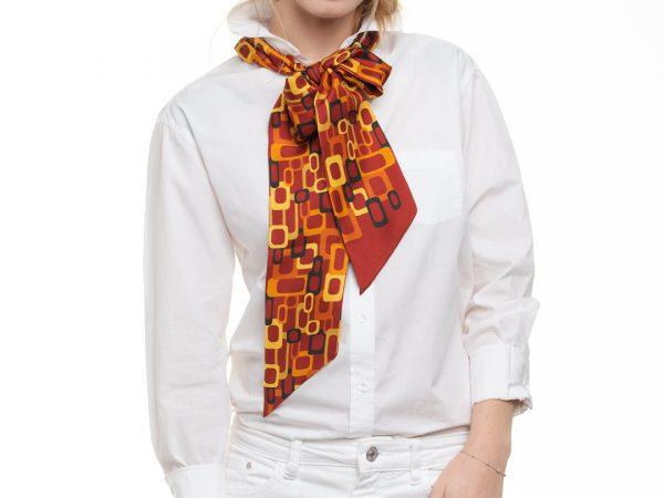 moderno accesorio de seda color rojo