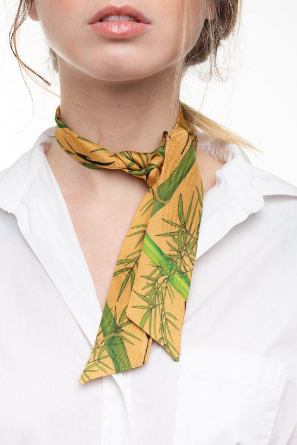 elegante minitwilly de seda en tonos beige y verdes