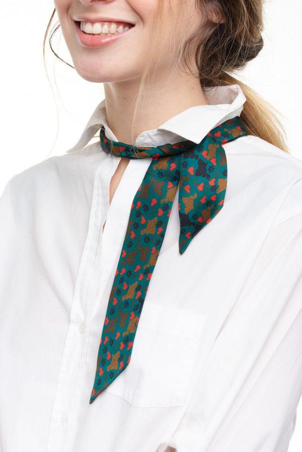detalle único en seda verde hecho en españa
