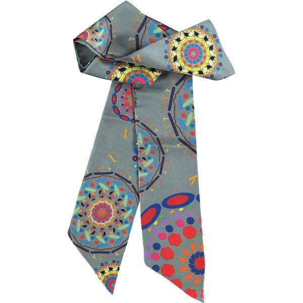 complemento de seda elegante y con estilo en gris